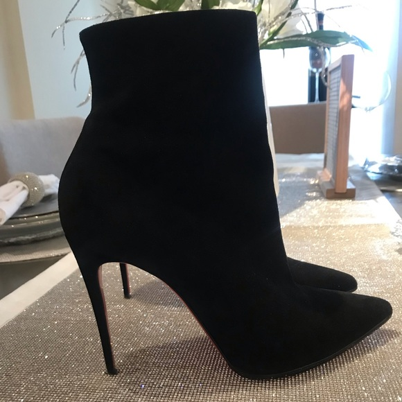 low cost 0df4b 4a388 AUTHENTIC Christian Louboutin suede Eloise booties